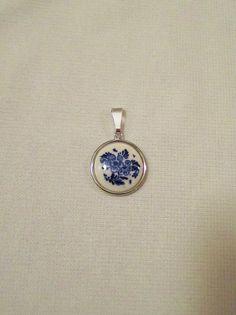 VINTAGE Blue Delft Floral Motif Pendant  Silver Tone door clrdesigns, $10.00