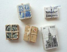 Små pakker lavet af frimærker