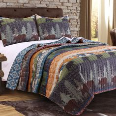 The Black Bear Lodge Bonus quilt set brings a wilderness adventure to your alpine cabin or suburban home. Featuring moose, black bear, evergreen trees and snow-capped mountains, combined with a rustic native print reverse, this Bonus quilt set evokes King Size Quilt Sets, Classic Bedding Sets, Bedroom Classic, Moose Quilt, Black Bear Lodge, Rustic Quilts, Shabby, Intelligent Design, Queen Quilt