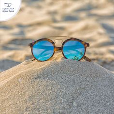 A clear and a day at the with the right is all you need! Ray Ban Sunglasses, Mirrored Sunglasses, Ray Bans, Sky, Beach, Blue, Beautiful, Heaven, The Beach