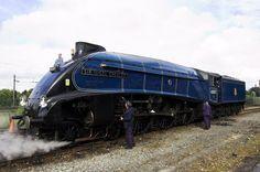 Malcolm día ha guardado con baño de vapor trenes LNER Clase A4 4-6-2 Pacífico número de motor 4468 Mallard, todavía mantiene el récord de ser la locomotora de vapor más rápido del mundo (126 mph).