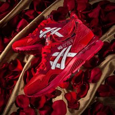 """Over the past few years, Asics has established a solid reputation for blessing us with nicely executed holiday-themed inline packs. Valentine's Day 2015 will be no different as two of the brand's most beloved classic runners get infused with the look of love, courtesy of the """"Romance Pack"""". The Gel-Lyte V gets one of its …"""