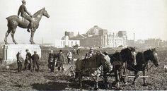 Berlin, Louis Tuaillon, Die Amazone zu Pferd, 21 Oktober 1947.