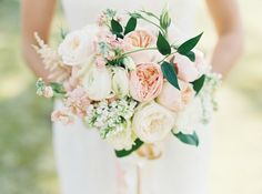 #garden-rose, #ranunculus  Photography: Laura Gordon Photography - www.lauragordonphotography.com  Read More: http://www.stylemepretty.com/2014/06/16/laid-back-glamour-in-charlottesville-virginia/