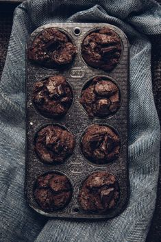 You& love these chocolate espresso muffins! They& full of healthy ingredients, like raw cacao, coconut oil, coconut milk, and greek yogurt. Muffin Recipes, Breakfast Recipes, Dessert Recipes, Breakfast Muffins, Coffee Muffins, Yogurt Muffins, Mini Muffins, Cake Recipes, Chocolates