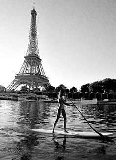 Paddle board on the Seine. New bucket list item!