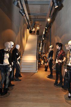 Hans Boodt Showroom Paris   2, Rue du Puits-Dixme   Senia 604   Orly 94667   Paris   France