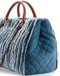 Enter the world of CHANEL and discover the latest in Fashion & Accessories, Eyewear, Fragrance & Beauty, Fine Jewelry & Watches. Leather Handbags Online, Denim Handbags, Tote Handbags, Chanel 2015, Bag Quilt, Mode Jeans, Chanel Tote, Bags 2017, Boho Bags