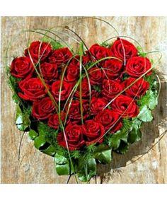 Aranjament in forma de inima din 25 trandafiri rosii Red Berlin Heart Shapes, Flower Arrangements, Cabbage, Christmas Wreaths, Floral Wreath, Valentines, Vegetables, Holiday Decor, Berlin