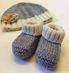 Knitting For Kids Little Girls Ravelry Baby Booties 31 Ideas For 2019 Baby Booties Knitting Pattern, Baby Hats Knitting, Crochet Baby Shoes, Crochet Baby Booties, Knitting For Kids, Baby Knitting Patterns, Knitting Socks, Baby Patterns, Knitting Projects