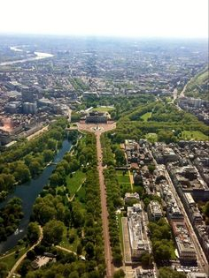 """Buckingham Palace in the centre, the road leading up to it is The Mall, the large park on the left is St James' Park and the built-up part to the right is St James' replete with the old gentleman's clubs and various places of """"The Establishment"""""""