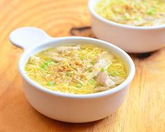 chicken mami is a popular Filipino noodle dish made with fresh egg noodles and flavorful broth and topped with fried garlic bits and green onions Filipino Dishes, Filipino Recipes, Asian Recipes, Ethnic Recipes, Filipino Food, Hawaiian Recipes, Chicken Mami Recipe, Chicken Recipes, Chicken Sotanghon Soup