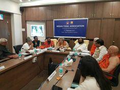 हरिद्वार में क्वालिटी काउंसिल ऑफ़ इंडिया की मीटिंग में डॉ प्रणव पंड्या,श्री श्री रविशंकर, डॉ नगेन्द्र,आचार्य धर्मेंद्र, डॉ बसवारेड्डी जी के साथ विश्व स्तर पर योग के मानकीकरण एवं प्रचार प्रसार के लिए विचार-विमर्श