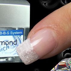 With this fine glitter UV Gel you can create a perfect diamond shine on nails!