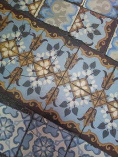http://lesbeauxcarreaux.tumblr.com/ collection of pictures of beautiful antique cement tiles. Collection d'images de beaux carreaux anciens en ciment :).