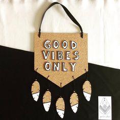 Good Vibes Only - Bandeirola Cortiça para Decoração -