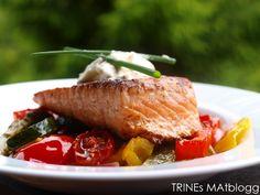 Pannestekt laks med ovnsstekte grønnsaker og créme fraîche