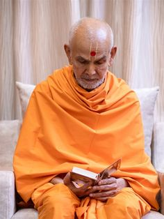 Swamishri reads the Shikshapatri Folded Hands, 30 September, Two By Two, Yoga, Art, Art Background, Kunst, Performing Arts, Art Education Resources