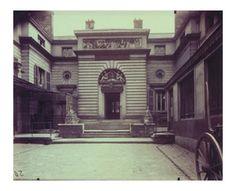 Hotel de Gouthieres - rue Pierre-Bullet 6 (10e arr) By Eugène Atget ,1905