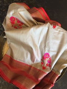 Kanjivaram Sarees Silk, Tussar Silk Saree, Soft Silk Sarees, Trendy Sarees, Elegant Saree, Latest Sarees, Indian Designer Outfits, Traditional Sarees, Manish