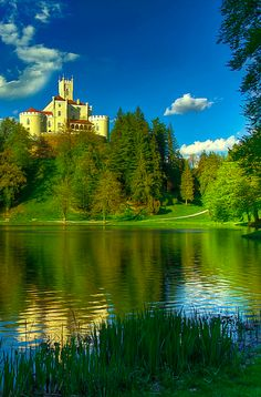 Castillo Trakošćan escénica cerca de Krapina en el norte de Croacia • foto: Boris Frković en Flickr