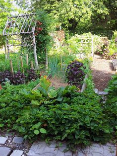 10 Potager Designs - Edible Landscaping Design Inspiration #fromscratchmag