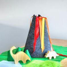 Dinosaur Small World, Small World Play, Dinosaur Toys, Dinosaur Birthday, Play Wood, Felt Play Mat, 4 Year Old Boy, Waldorf Toys, Play To Learn