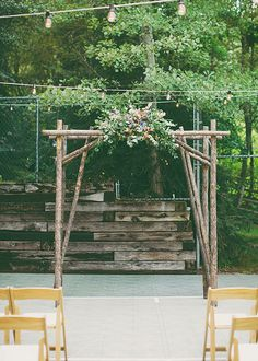 DIY arbor  -  Homespun Utha wedding | Photo by Alixann Loosle Photography | Read more - http://www.100layercake.com/blog/wp-content/uploads/2015/03/Homespun-Utah-Wedding