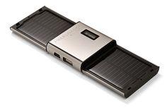 Carga tus dispositivos con entrada USB donde quieras con este cargador solar - Charge your USB devices anywhere with the portable solar charger.