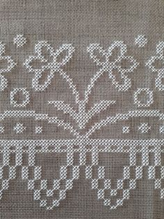 Mini Cross Stitch, Cross Stitch Borders, Cross Stitching, Cross Stitch Patterns, Flower Embroidery Designs, Embroidery Applique, Cross Stitch Embroidery, Simple Flower Design, Hand Embroidery Tutorial