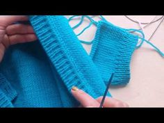La labor de punto de las sisas, el orificio y los hombros pereda Knitting Paterns, Knitting Videos, Crochet Stitches, Knit Crochet, Posture Collar, Baby Vest, Lifehacks, Fingerless Gloves, Arm Warmers