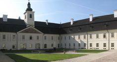 Netradičné kaštiele na strednom Slovensku, ktoré stoja za pozornosťˇSäty Anton Central Europe, Bratislava, Anton, Mansions, House Styles, Building, Castles, Home, Travel Europe
