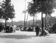 Jacob van der Hoeven, Spaansekade, Rotterdam (1915) Je kan zien dat Nederland niet mee deed aan WWI!