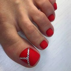 Toe nail art will attract much attention to your feet. Use these wonderful nail art ideas and your creativity to get the perfect result. Glitter Toe Nails, Acrylic Toe Nails, Black Toe Nails, Red Toenails, Pretty Toe Nails, Cute Toe Nails, Toe Nail Art, Matte Nails, Red Nail Designs