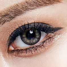 For a touch of feminine sparkle and rock and roll attitude, look no further. The Anna Sui cosmetic contact lenses scream artisanal luxury in every pair! Grey Contacts, Colored Contacts, Contact Lenses For Brown Eyes, Toric Lenses, Cosmetic Contact Lenses, Halloween Contacts, Circle Lenses, Gray Eyes, Optician