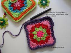 ElenaRegina wool: Portatutto fiorellosi Fiorelli, Crochet Handbags, Pot Holders, Wool, Blanket, Crafts, Anna, Crochet Pouch, Craft