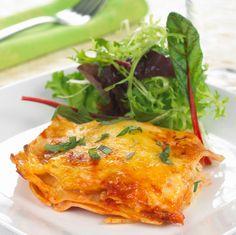 Her er en oppskrift på en lekker lasagne med torsk, ostesaus og en fyldig tomatsaus med urter.