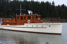 Seafarer | Classic Yacht Association Deck Boat, Classic Yachts, Wood Boats, Seafarer, Classic Motors, Power Boats, Home Jobs, Boat Building, Water Crafts