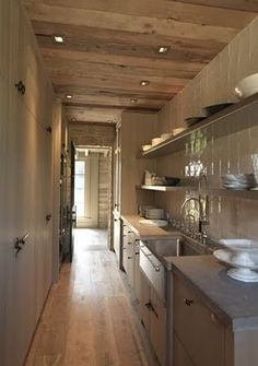 luv da reclaimed wood ceiling w/ pot lights, and light grey stain on floor- nice… - butlers pantry Kitchen Pantry, New Kitchen, Kitchen Dining, Narrow Kitchen, Kitchen Interior, Interior Design Living Room, Kitchen Decor, Kitchen Ideas, Kitchen Designs