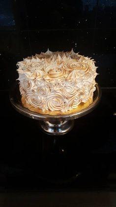 Den här tårtan är så j-a god! Jag bakade den i Sveriges Mästerkock och jag tyckte att den utmaningen var en av de bästa under hela programmet! Juryn, folket bakom kamerorna och deltagarna...