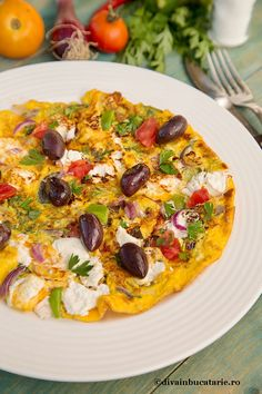OMLETA-cu-salata-greceasca Omelette Recipe, Greek Recipes, Vegetable Pizza, Frugal, Food To Make, Food And Drink, Cooking Recipes, Meals, Lunches