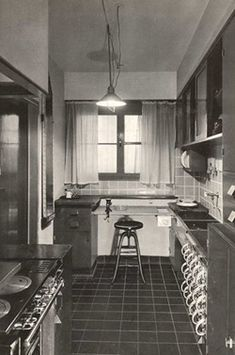 fk_1926.jpg 250×377 pixels