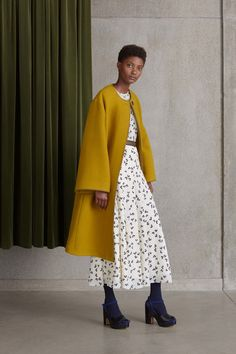 #Roksanda  #fashion  #Koshchenets      Roksanda Resort 2017 Collection Photos - Vogue