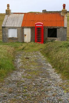 Even the phone box is abandoned! --- Adabroc, Lewis, Outer Hebrides (Aug 2008).     Who was that SMS and what did it say? Track the Phone with SpyPhone: