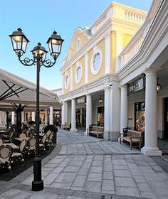 Designer Outlet Parndorf: Marken Shopping Center nahe Wien Outlet Center, Outlet Village, Charleston Style, Commercial Street, Shopping Center, Outlets, Designer, Retail, Mansions