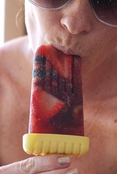 Sangria Popsicles. Awesome treat for Memorial Day  | Betsylife.com