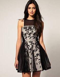 Vestido evasê preto estampado
