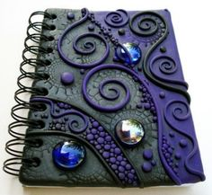 New Diy Art Journal Cover Polymer Clay 33 Ideen Polymer Clay Pens, Polymer Clay Projects, Polymer Clay Jewelry, Clay Beads, Clay Earrings, Handmade Journals, Handmade Books, Custom Journals, Steampunk Book