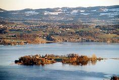 """Ilha Ufenau"".  ""Zürichsee""  =  Lago de Zurique  # Sudoeste do Cantão de Zurique, Suíça."