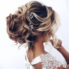 33 Oh So Perfect Curly Wedding Hairstyles, Peinados, Oh So Perfect Curly Wedding Hairstyles ❤︎ Wedding planning ideas & inspiration. Wedding dresses, decor, and lots more. Wedding Hairstyles For Medium Hair, Bride Hairstyles, Easy Hairstyles, Straight Hairstyles, Hairstyles 2016, Hairstyle Wedding, Hairstyle Ideas, Short Haircuts, Curly Wedding Updo